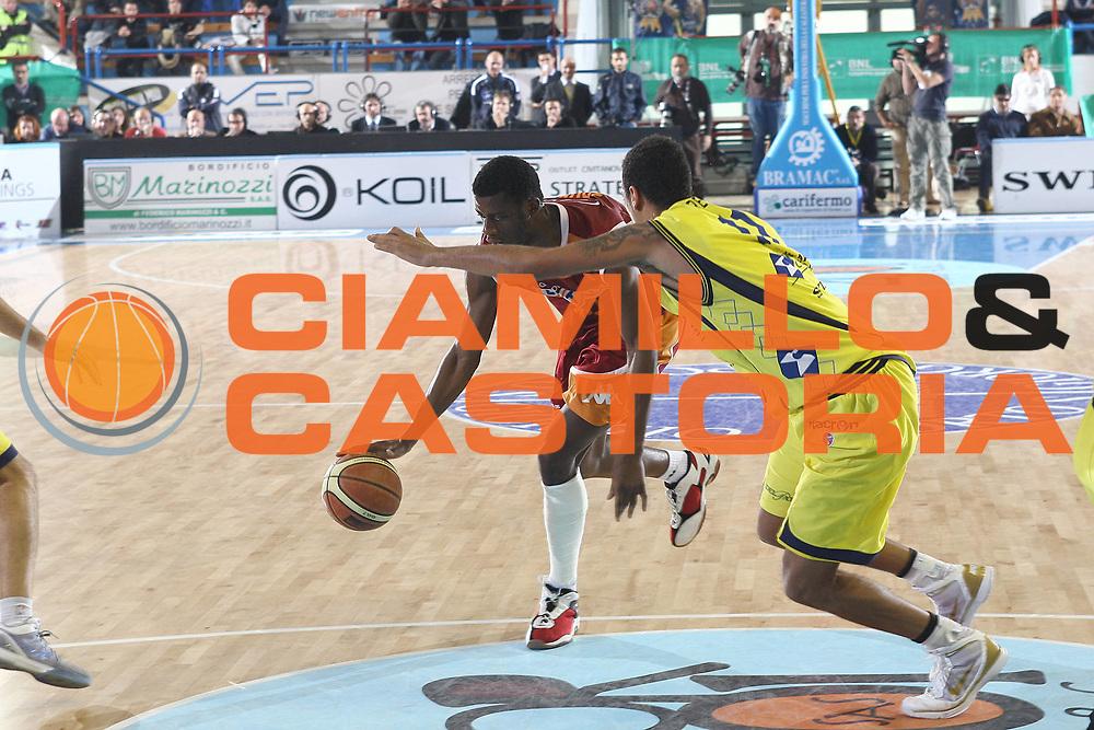 DESCRIZIONE : Porto San Giorgio Lega A 2009-10 Sigma Coatings Montegranaro Lottomatica Virtus Roma<br /> GIOCATORE : Herve Toure<br /> SQUADRA : Lottomatica Virtus Roma <br /> EVENTO : Campionato Lega A 2009-2010 <br /> GARA : Sigma Coatings Montegranaro Lottomatica Virtus Roma<br /> DATA : 06/12/2009<br /> CATEGORIA : panetrazione<br /> SPORT : Pallacanestro <br /> AUTORE : Agenzia Ciamillo-Castoria/C.De Massis<br /> Galleria : Lega Basket A 2009-2010 <br /> Fotonotizia : Porto San Giorgio Lega A 2009-10 Sigma Coatings Montegranaro Lottomatica Virtus Roma<br /> Predefinita :