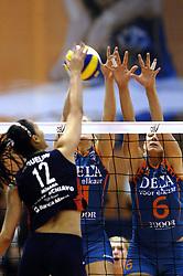 14-12-2006 VOLLEYBAL: DELA MARTINUS - VINO MONTESCHIAVO JESI: AMSTELVEEN<br /> Martinus verloor in vier sets, maar is nog steeds kansrijk om de eerste ronde van deze Europese topcompetitie te overleven (22-25, 17-25, 25-22, 22-25) / Caroline Wensink en Kim Staelens<br /> ©2006: FOTOGRAFIE RONALD HOOGENDOORN