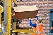Nederland, Beek-Ubbergen, 1-9-2015Inzameling oud papier met vrijwilligers uit het verenigingsleven.FOTO: FLIP FRANSSEN/ HH