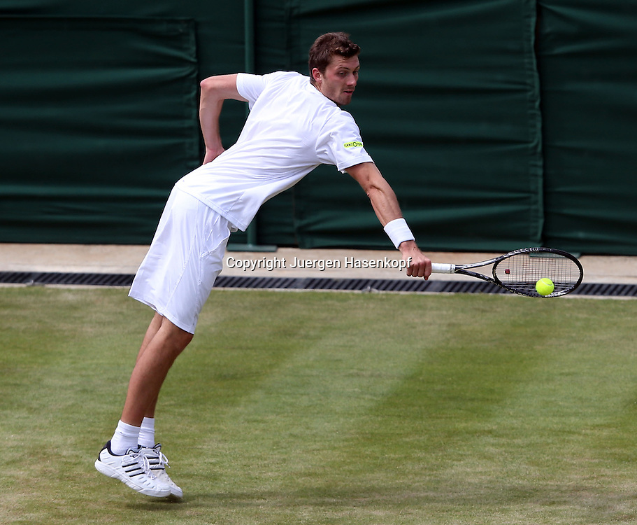 Wimbledon Championships 2013, AELTC,London,<br /> ITF Grand Slam Tennis Tournament,<br /> Daniel Brands (GER),Aktion,Einzelbild,<br /> Ganzkoerper,Querformat,von oben,
