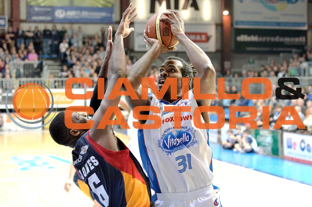 DESCRIZIONE : Cant&ugrave; Lega A 2014-15Acqua Vitasnella Cant&ugrave; Acea Roma<br /> GIOCATORE : Eric Williams<br /> CATEGORIA : Tiro<br /> SQUADRA : Acqua Vitasnella Cant&ugrave;<br /> EVENTO : Campionato Lega A 2014-2015<br /> GARA : Acqua Vitasnella Cant&ugrave; Acea Roma<br /> DATA : 11/01/2015<br /> SPORT : Pallacanestro <br /> AUTORE : Agenzia Ciamillo-Castoria/I.Mancini<br /> Galleria : Lega Basket A 2013-2014  <br /> Fotonotizia : Cant&ugrave; Lega A 2013-2014 Acqua Vitasnella Cant&ugrave; Acea Roma<br /> Predefinita :