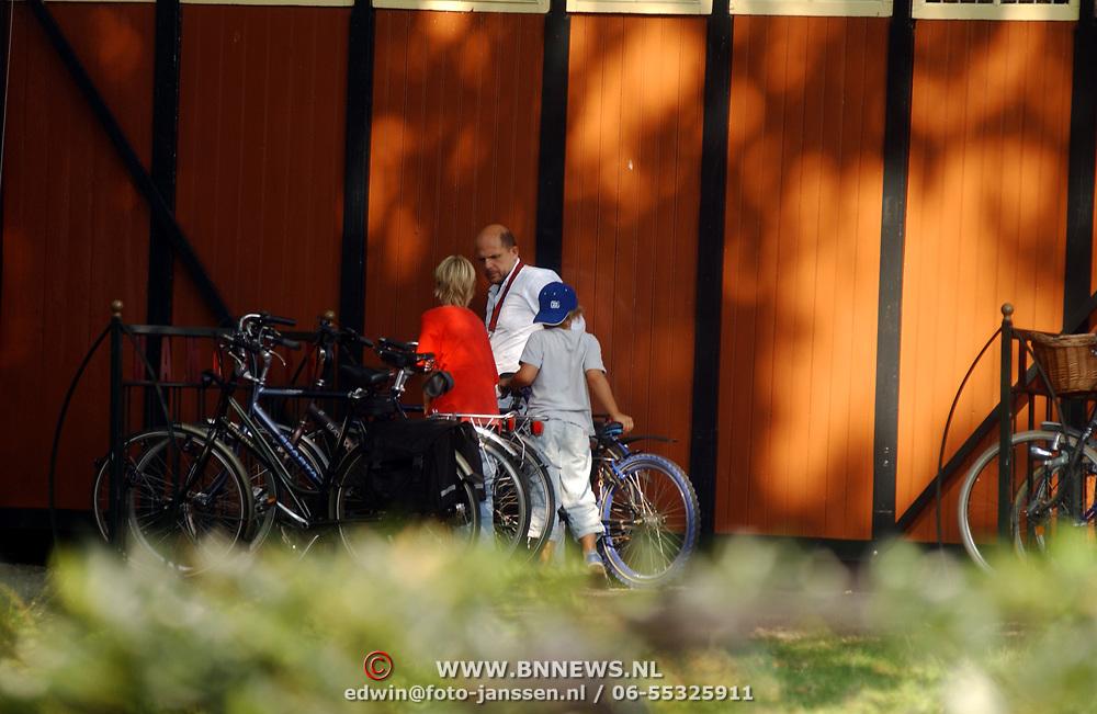 Jaap van Zweden gaat met vrouw en kinderen hapje eten in Laren