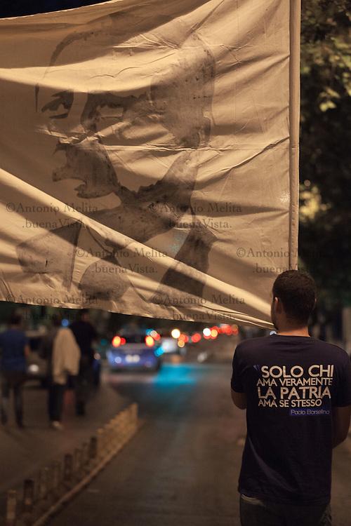 E' dal 1996 che i militanti della destra palermitana (allora Fronte della Gioventù e FUAN di Palermo, poi Azione Giovani e Azione Universitaria, adesso Casapound ed ex Alleanza Nazionale) organizzano una Fiaccolata in memoria di Paolo Borsellino ucciso, insieme alla sua scorta, in via D'Amelio il 19 luglio 1992.