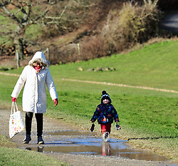 © Licensed to London News Pictures.19/01/2018<br /> Lamberhurst, UK.<br /> Walking round Bewl.<br /> BEWL WATER RESERVOIR drought weather.<br /> Southern Water have been granted a drought permit to fill up Bewl Water reservoir in Lamberhurst although in many parts of the UK its been a wet few months, The Environment Agency has given permission due to exceptionally low water levels.<br /> Photo credit: Grant Falvey/LNP