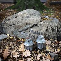 Nederland, Amsterdam , 1 november 2010..Gemeentelijke begraafplaats Zorgvlied bestaat 140 jaar..Het verwaarloosde graf van cabaretier Frans Halsema..Municipal cemetery of Amstelveen (near Amsterdam) Zorgvlied is celebrating its 140 anniversary. Many celebrities have been buried here.