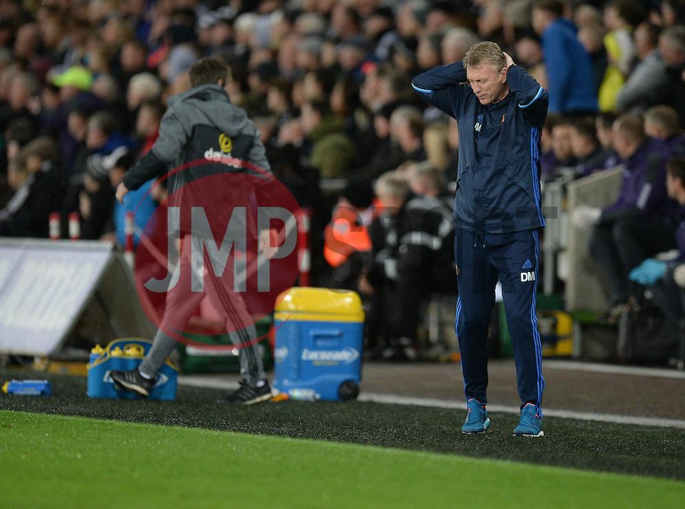 Sunderland manager David Moyes looks dejected on the touchline. - Mandatory by-line: Alex James/JMP - 10/12/2016 - FOOTBALL - Liberty Stadium - Swansea, England - Swansea City v Sunderland - Premier League