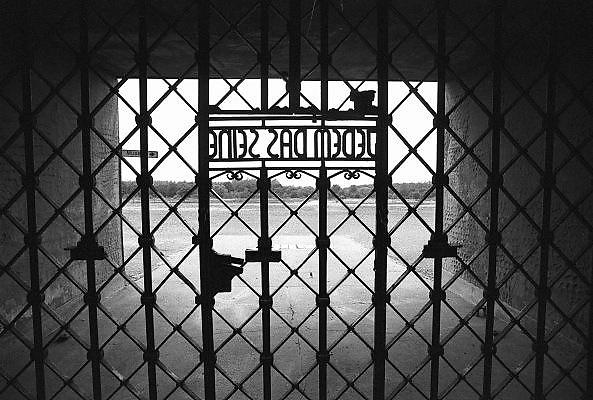 Duitsland, Weimar, 1-7-1990 Museum concentratiekamp Buchenwald. Op deze dag werd de duitse monetaire eenwording effectief. De burgers van de ddr konden hun marken inwisselen tegen de west-duitse mark, in winkels had een grote operatie plaatsgevonden om prijzen aan te passen. umtausch,mauerfall,monetaire,eenwording,monetair,samengaan,eenwording,duitse,hereniging,herenigen, Foto: Flip Franssen/Hollandse Hoogte