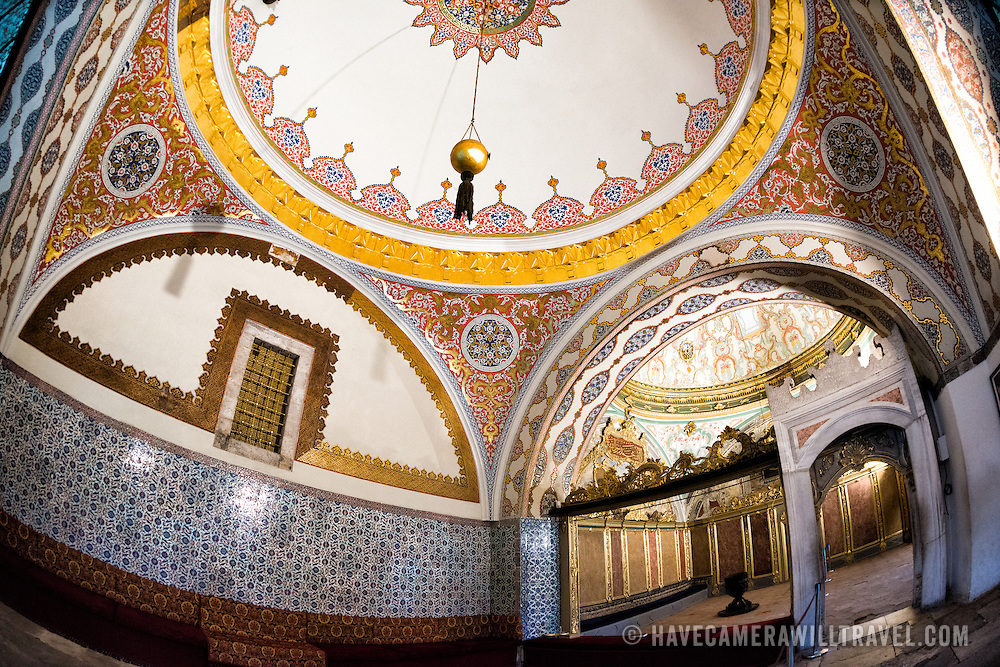 The interior of the Imperial Council Hall in Tokpaki Palace. The golden window in the Imperial Council is accessible through the Tower of Justice, thus adding to the importance of the symbolism of justice. The Imperial Council (Dîvân-ı Hümâyûn) building is the chamber in which the ministers of state, council ministers (Dîvân Heyeti), the Imperial Council, consisting of the Grand Vizier (Paşa Kapısı), viziers, and other leading officials of the Ottoman state, held meetings.