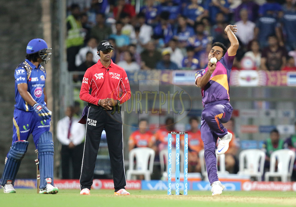 Rajat Bhatia of Pune Supergiants bowls during match 1 of the Vivo Indian Premier League ( IPL ) 2016 between the Mumbai Indians and the Rising Pune Supergiants held at the Wankhede Stadium in Mumbai on the 9th April 2016<br /> <br /> Photo by Rahul Gulati/ IPL/ SPORTZPICS