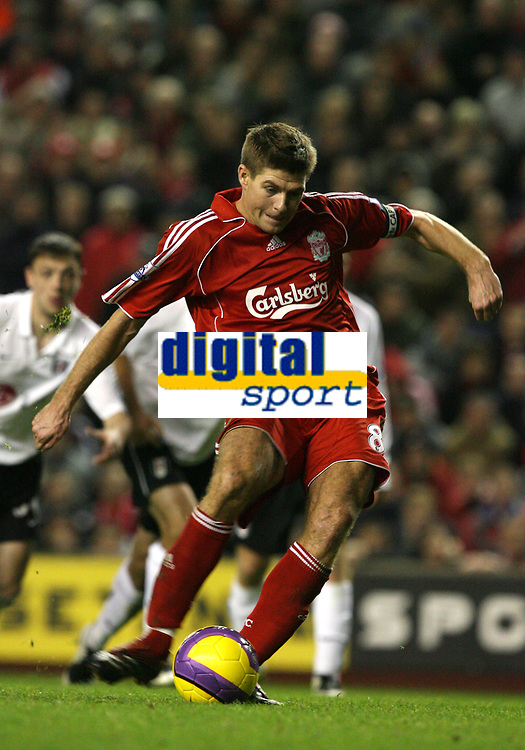 Photo: Paul Greenwood/Sportsbeat Images.<br />Liverpool v Fulham. The FA Barclays Premiership. 10/11/2007.<br />Liverpools Steven Gerrard scores from the spot
