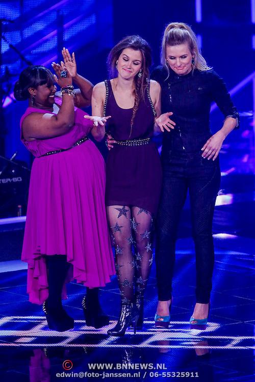 NLD/Hilversum/20121123 - 3de liveshow The Voice of Holland, Laurrhie Brouns en Tessa Belinfante, Sandra van Nieuwland