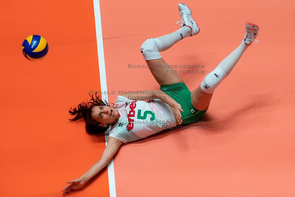 29-05-2019 NED: Volleyball Nations League Netherlands - Bulgaria, Apeldoorn<br /> Simona Dimitrova #5 of Bulgaria