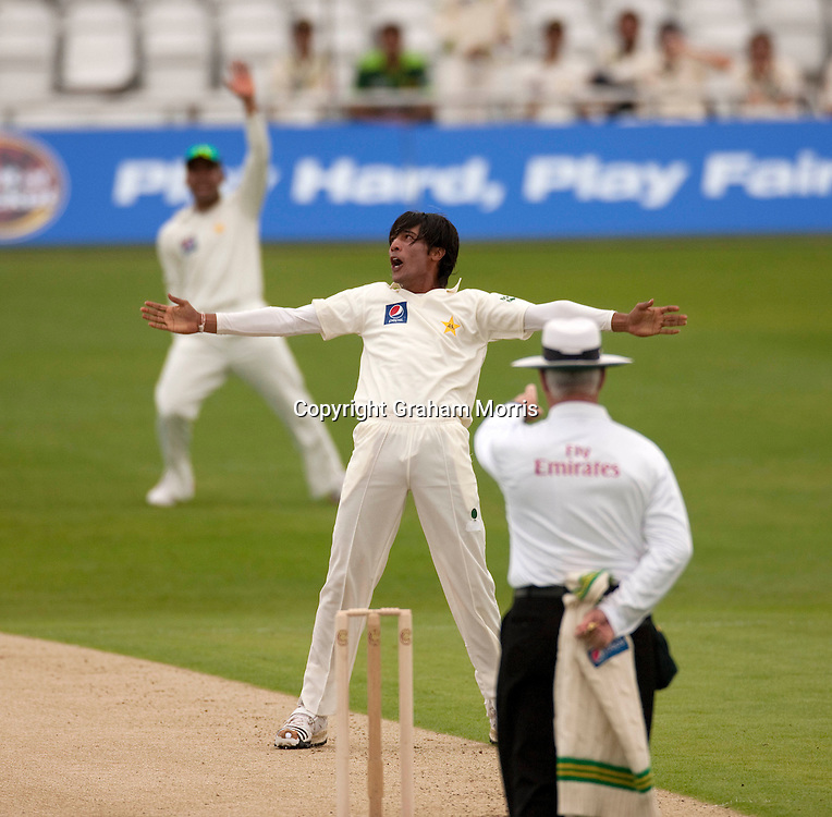 Mohammad Amir celebrates as umpire Rudi Koertzen gives Simon Katich out lbw in the second MCC Spirit of Cricket Test Match between Pakistan and Australia at Headingley, Leeds.  Photo: Graham Morris (Tel: +44(0)20 8969 4192 Email: sales@cricketpix.com) 21/07/10