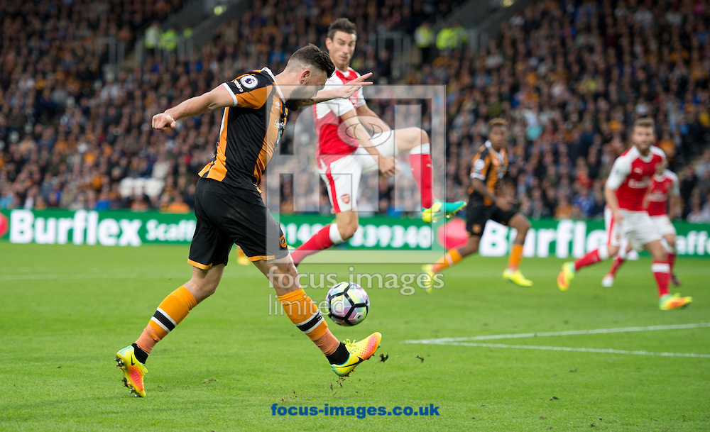 Robert Snodgrass of Hull City (left) crosses after getting past during the Premier League match at the KCOM Stadium, Hull<br /> Picture by Russell Hart/Focus Images Ltd 07791 688 420<br /> 17/09/2016