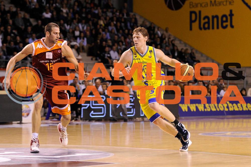DESCRIZIONE : Ancona Lega A 2011-12 Fabi Shoes Montegranaro Virtus Roma<br /> GIOCATORE : Coby Karl<br /> CATEGORIA : palleggio<br /> SQUADRA : Fabi Shoes Montegranaro<br /> EVENTO : Campionato Lega A 2011-2012<br /> GARA : Fabi Shoes Montegranaro Virtus Roma<br /> DATA : 23/10/2011<br /> SPORT : Pallacanestro<br /> AUTORE : Agenzia Ciamillo-Castoria/C.De Massis<br /> Galleria : Lega Basket A 2011-2012<br /> Fotonotizia : Ancona Lega A 2011-12 Fabi Shoes Montegranaro Virtus Roma<br /> Predefinita :