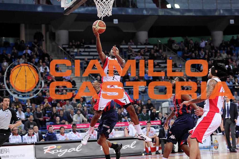 DESCRIZIONE : Pesaro Lega A 2011-12 Scavolini Siviglia Pesaro Angelico Biella<br /> GIOCATORE : Richard Hickman<br /> CATEGORIA : tiro penetrazione<br /> SQUADRA : Scavolini Siviglia Pesaro<br /> EVENTO : Campionato Lega A 2011-2012<br /> GARA : Scavolini Siviglia Pesaro Angelico Biella<br /> DATA : 21/01/2012<br /> SPORT : Pallacanestro<br /> AUTORE : Agenzia Ciamillo-Castoria/C.De Massis<br /> Galleria : Lega Basket A 2011-2012<br /> Fotonotizia : Pesaro Lega A 2011-12 Scavolini Siviglia Pesaro Angelico Biella<br /> Predefinita :
