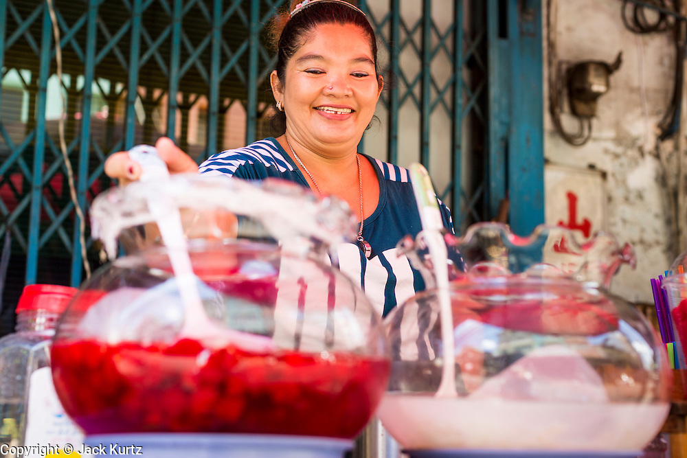 26 APRIL 2013 - BANGKOK, THAILAND:    A fruit juice vendor in Talat Noi. The Talat Noi neighborhood in Bangkok started as a blacksmith's quarter. As cars and buses replaced horse and buggy, the blacksmiths became mechanics and now the area is lined with car mechanics' shops. It is one the last neighborhoods in Bangkok that still has some original shophouses and pre World War II architecture. It is also home to a  Teo Chew Chinese emigrant community.      PHOTO BY JACK KURTZ