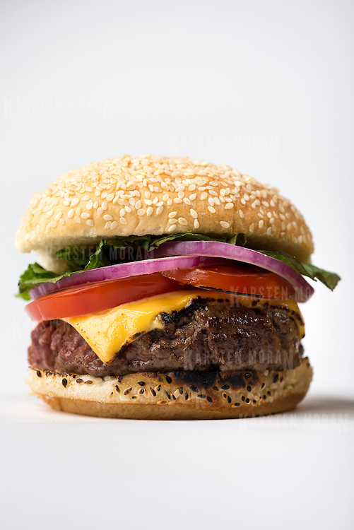 "June 11, 2014 - New York, NY : New York Times writer and editor Sam Sifton describes the difference between ""pub"" and ""diner""-style hamburgers. The ""pub"" burger patty, which is pictured here, is larger, shaped like a fat hockey puck, and takes substantially longer to cook. CREDIT: Karsten Moran for The New York Times"