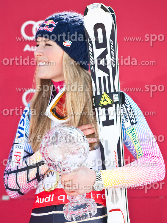 12.03.2010, Kandahar Strecke Damen, Garmisch Partenkirchen, GER, FIS Worldcup Alpin Ski, Garmisch, Lady SuperG, im Bild die Gewinnerin des Gesamtweltcup sowie des Riesenslalom und SuperG Weltcup 2009 2010 Vonn Lindsey, ( USA ), Ski Head, mit der Kristallkugel, EXPA Pictures © 2010, PhotoCredit: EXPA/ J. Groder / SPORTIDA PHOTO AGENCY