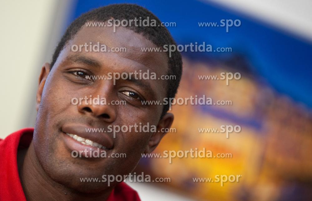 22.05.2010, Grandhotel, Lienz, AUT, FIFA Worldcup Vorbereitung, Pressekonferenz Kamerun im Bild Mohamadou Idrissou, Angriff, Nationalteam Kamerun (SC Freiburg), EXPA Pictures © 2010, PhotoCredit: EXPA/ J. Feichter / SPORTIDA PHOTO AGENCY