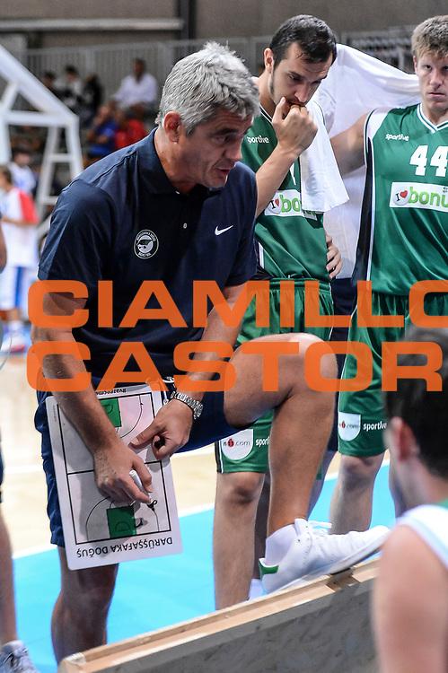 DESCRIZIONE : 3&deg; Torneo Internazionale Geovillage Olbia Dinamo Banco di Sardegna Sassari - Darussafaka Dogus Istanbul<br /> GIOCATORE : Oktay Mahmuti<br /> CATEGORIA : Time Out Allenatore Coach<br /> SQUADRA : Darussafaka Dogus Istanbul<br /> EVENTO : 3&deg; Torneo Internazionale Geovillage Olbia<br /> GARA : 3&deg; Torneo Internazionale Geovillage Olbia Dinamo Banco di Sardegna Sassari - Darussafaka Dogus Istanbul<br /> DATA : 05/09/2015<br /> SPORT : Pallacanestro <br /> AUTORE : Agenzia Ciamillo-Castoria/L.Canu