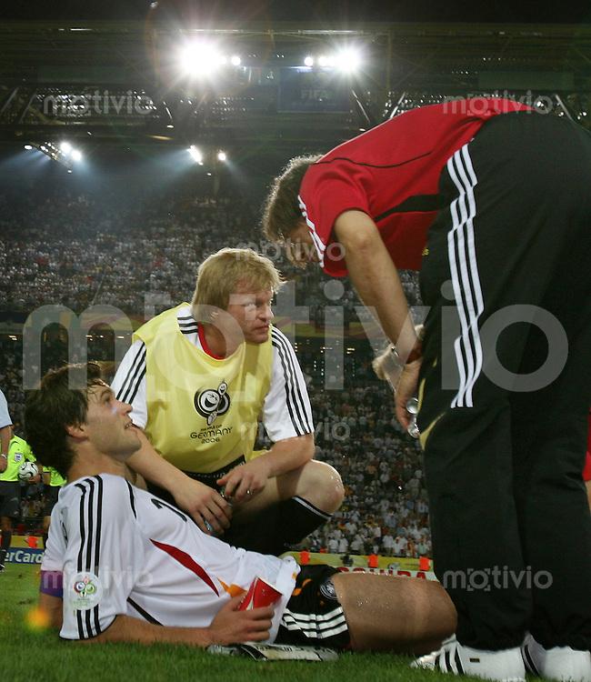 Fussball WM 2006  Viertelfinale  Deutschland - Italien Michael Ballack (GER)li, Oliver Kahn (GER)re