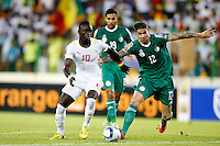 Carl Medjani of Algeria challenges Sadio Mane of against Senegal during their AFCON group C match at Estadio de Malabo in Equatorial Guinea on January 27, 2014.Photo/Mohammed Amin/www.pic-centre.com (Equatorial Guinea)