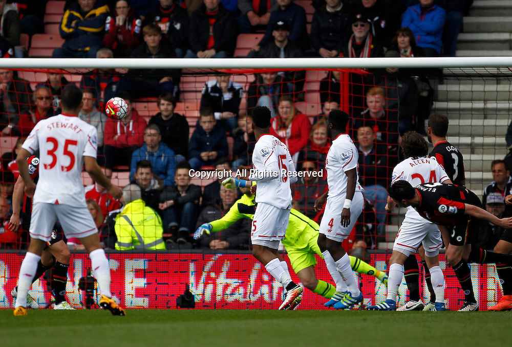 17.04.2016. Vitality Stadium, Bournemouth, England. Barclays Premier League. Bournemouth versus Liverpool. Liverpool striker Daniel Sturridge scores his side's second goal with a header past Bournemouth keeper Artur Boruc.