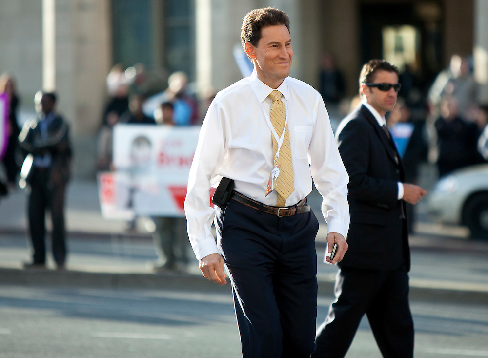 Steve Paikin, moderator for the English-language debate arrives at the Government Conference Centre in Ottawa, Ontario April 12, 2011.<br /> AFP/GEOFF ROBINS/STR