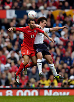 Fotball<br /> Foto: SBI/Digitalsport<br /> NORWAY ONLY<br /> <br /> England v Wales<br /> 09.10.2004<br /> <br /> Manchester United team mates Ryan Giggs (L) and Gary Neville contest a high ball for their respective countries.