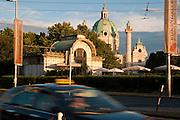 Jugendstil Stadtbahnstation Karlsplatz (1899) von Otto Wagner, Karlskirche, Wien, Österreich .|.railway station by Otto Wagner, Karlskirche (Church), Vienna, Austria..