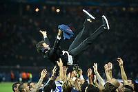 FUSSBALL  CHAMPIONS LEAGUE  FINALE  SAISON 2014/2015  06.06.2015 Juventus Turin - FC Barcelona JUBEL CHL Sieger 2015  FC Barcelona: Barca Team laesst Trainer Luis Enrique (Mitte) hochleben