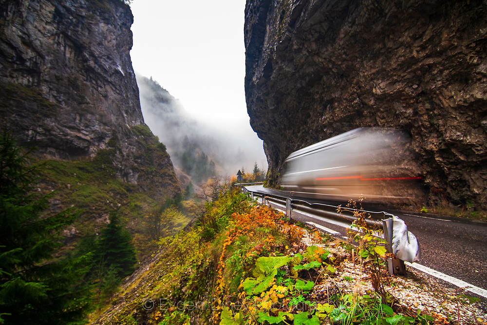 A buss passing the gorge