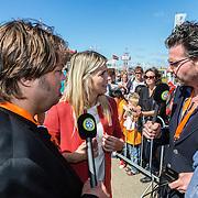 NLD/Scheveningen/20160713 - Perspresentatie sporters voor de Olympische Spelen 2016 in Rio de Janeiro, Estavana Polman in gesprek met presentatoren Buro Sport Frank Evenblij en Erik Dijkstra