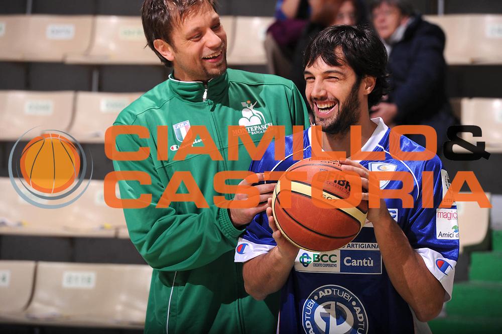 DESCRIZIONE : Siena Lega A 2011-12 Montepaschi Siena Bennet Cantu<br /> GIOCATORE : Gianluca Basile David Andersen<br /> CATEGORIA : fair play<br /> SQUADRA : Bennet Cantu<br /> EVENTO : Campionato Lega A 2011-2012<br /> GARA : Montepaschi Siena Bennet Cantu<br /> DATA : 04/12/2011<br /> SPORT : Pallacanestro<br /> AUTORE : Agenzia Ciamillo-Castoria/GiulioCiamillo<br /> Galleria : Lega Basket A 2011-2012<br /> Fotonotizia : Siena Lega A 2011-12 Montepaschi Siena Bennet Cantu<br /> Predefinita :