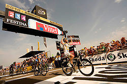 Reference : cy10-tdf-e6-js-01-003.Theme : ROAD.Style : ARRIVAL.People : MEN.Discipline : STAGE 6.Racer's name : CAVENDISH Mark.Team : TEAM HTC - COLUMBIA.Place : MONTARGIS (FRA),GUEUGNON (FRA).Event : TOUR DE FRANCE 2010.Copyright : James STARTT/AGENCE ZOOM.