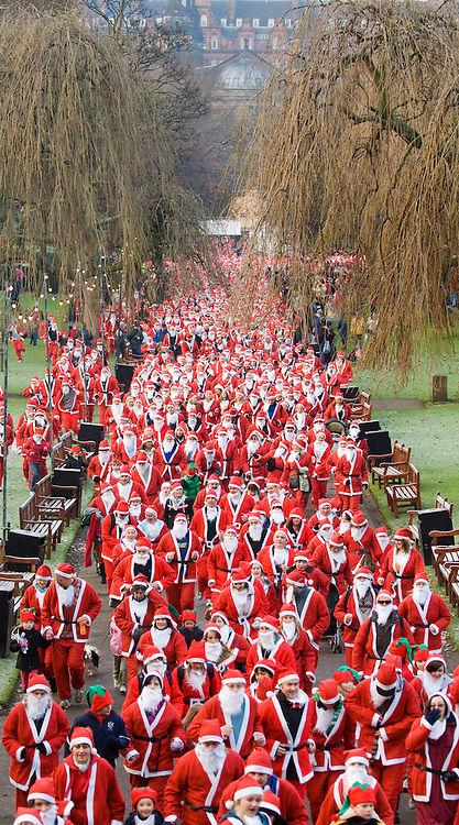 """Edinburgh 16 December 2007 Thousands of people in Santa suits gather in Edinburgh Princes Street Garden for the Great Scottish Santa Run to raise money for the Charity """" When you wish upon a Star"""""""