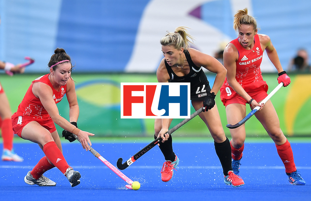 Britain's Laura Unsworth (L) and Britain's Susannah Townsend (R) vie with New Zealand's Gemma Flynn during the women's semifinal field hockey New Zealand vs Britain match of the Rio 2016 Olympics Games at the Olympic Hockey Centre in Rio de Janeiro on August 17, 2016. / AFP / MANAN VATSYAYANA        (Photo credit should read MANAN VATSYAYANA/AFP/Getty Images)