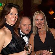 Uitreiking populariteitsprijs 2004, Denise Boekhoff en vriendin en vader Henk Geels