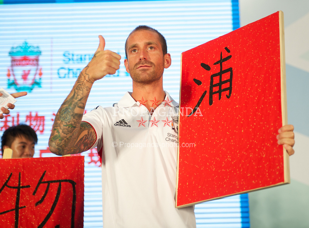 GUANGZHOU, CHINA - Tuesday, July 12, 2011: Liverpool's Raul Meireles with his attempt at writing the word Liverpool in Chinese during a promotional event for Standard Charter at the Tianhe Shopping Center during day two of the club's Asia Tour. (Photo by David Rawcliffe/Propaganda)