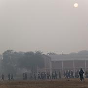 Les élèves de Bhiwani Boxing Club vers la fin de l'entraînement athletic du matin au stade de Bhiwani
