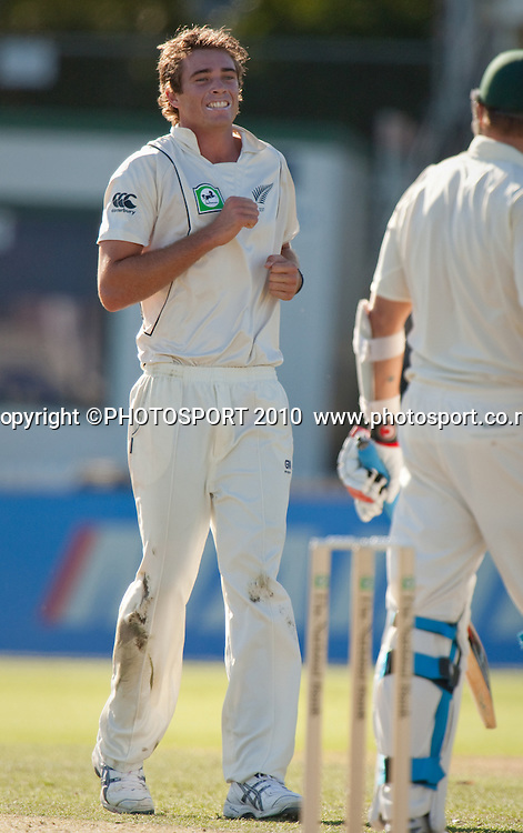 Tim Southee bowls during day one of the 2nd cricket test match between NZ Black Caps and Australia, at Seddon Park, Hamilton, 27 March 2010. Photo: Stephen Barker/PHOTOSPORT
