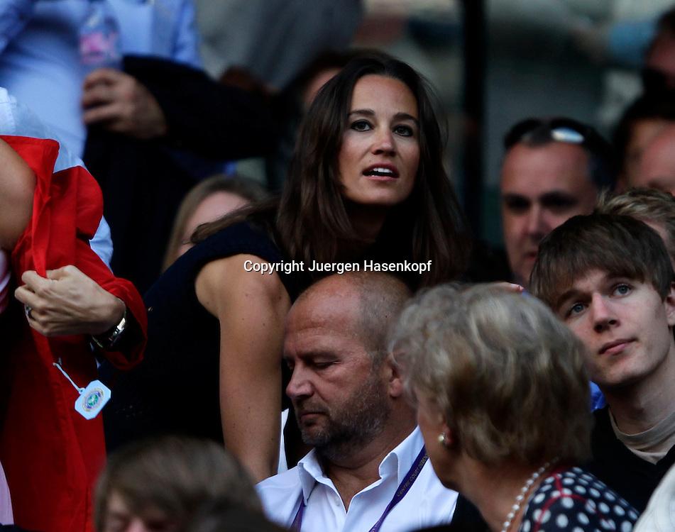 Wimbledon Championships 2011, AELTC,London,.ITF Grand Slam Tennis Tournament . Pippa Middleton unter den Zuschauern in der Menschenmenge,Querformat,