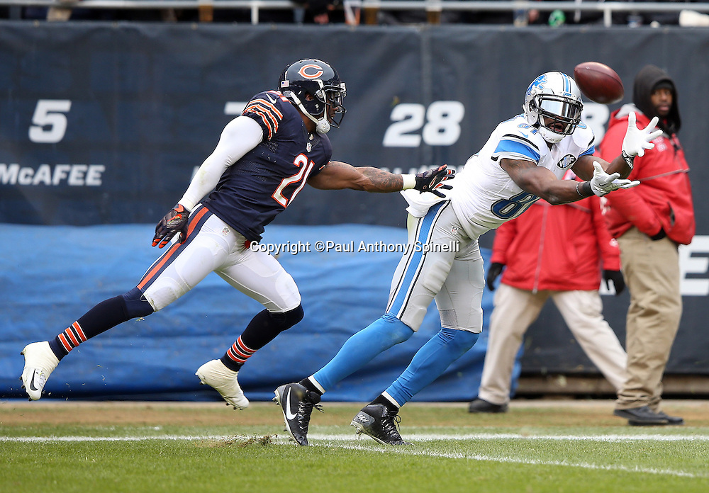 Detroit Lions wide receiver Calvin Johnson (81) is covered by Chicago Bears cornerback Tracy Porter (21) as he catches a 36 yard touchdown pass good for a 17-10 third quarter Lions lead during the NFL week 17 regular season football game against the Chicago Bears on Sunday, Jan. 3, 2016 in Chicago. The Lions won the game 24-20. (©Paul Anthony Spinelli)