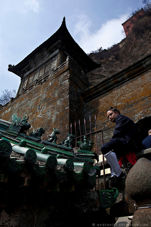 Asia, China, Hubei province.  Taoist monk at the Golden Palace on the Heavenly Pillar Peak of Wudang moutain (Wudang-san), a World Heritage mountain with many Taoist monasteries.
