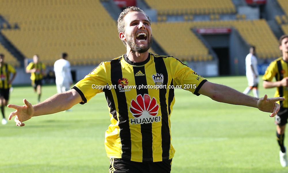 Phoenix' Jeremy Brockie celebrates his 2nd goal for the day during the A-League football match between the Wellington Phoenix & Brisbane Roar at Westpac Stadium, Wellington. 4th January 2015. Photo.: Grant Down / www.photosport.co.nz