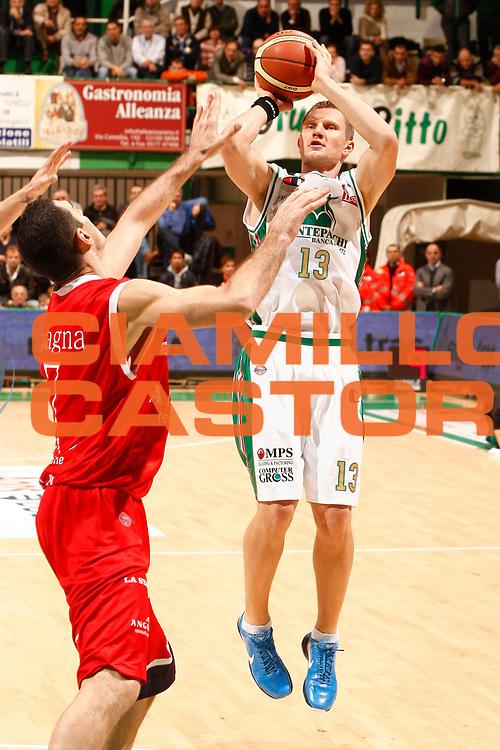 DESCRIZIONE : Siena Lega A 2010-11 Montepaschi Siena Angelico Biella<br /> GIOCATORE : Rimantas Kaukenas<br /> SQUADRA : Montepaschi Siena<br /> EVENTO : Campionato Lega A 2010-2011<br /> GARA : Montepaschi Siena Angelico Biella<br /> DATA : 21/11/2010<br /> CATEGORIA : tiro<br /> SPORT : Pallacanestro<br /> AUTORE : Agenzia Ciamillo-Castoria/P.Lazzeroni<br /> Galleria : Lega Basket A 2010-2011<br /> Fotonotizia : Siena Lega A 2010-11 Montepaschi Siena Angelico Biella<br /> Predefinita :
