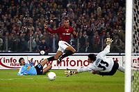 Roma 9/11/2003 <br />Roma Lazio 2-0 <br />Un tiro di John Carew (Roma)<br />A shot of John Carew (Roma)<br />Foto Andrea Staccioli Graffiti