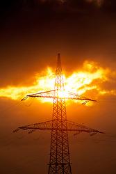 27.04.2011, Kaprun, AUT, Energie Feature, im Bild ein Strommasten (Überlandleitung), im Gegenlicht in der Abendsonne. Die Stromleitungen rund um Kaprun (Pinzgau, Salzburgerland), liefern Energie aus einem Wasserkraftwerk per Überlandleitungen  an die Kunden. // a power pole (landline), against the light in the evening sun. The power lines around Kaprun (Pinzgau, Salzburg), provide energy from a hydroelectric plant by transmission lines to customers, EXPA Pictures © 2011, PhotoCredit: EXPA/ J. Feichter