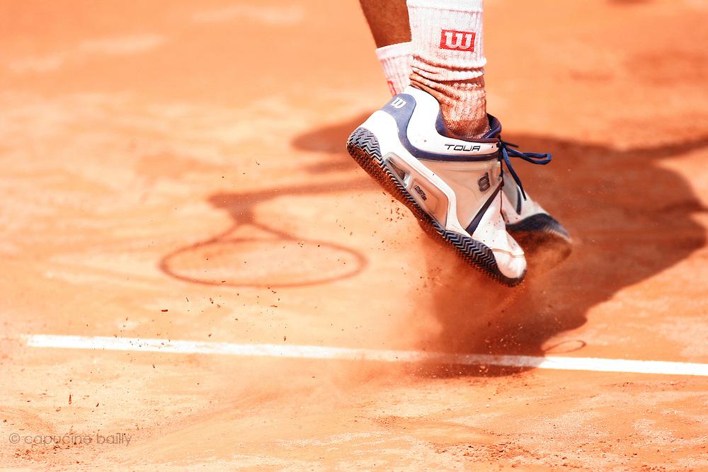 Roland Garros. Paris, France. May 28th 2006. .Diego Hartfield serves against Roger Federer..1st Round.